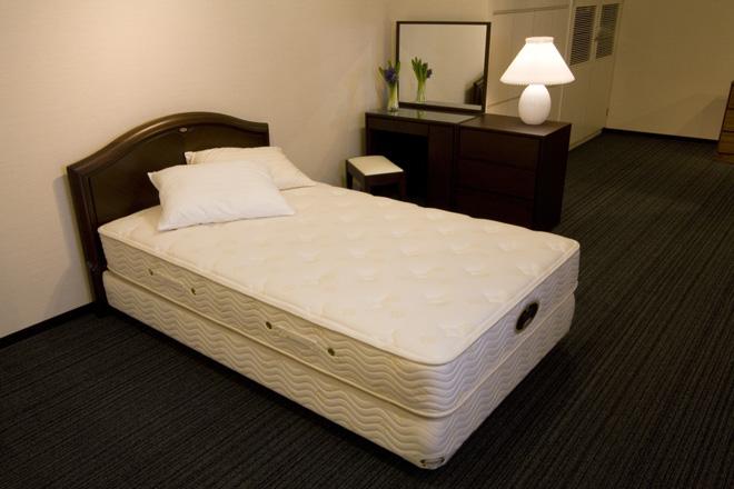 bedroom08